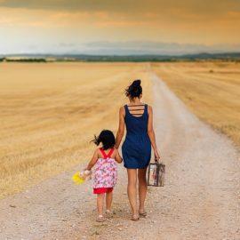 Dzieci w walizce, czyli trudne powroty małych emigrantów