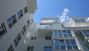 Mieszkanie: prawem, przywilejem czy towarem?