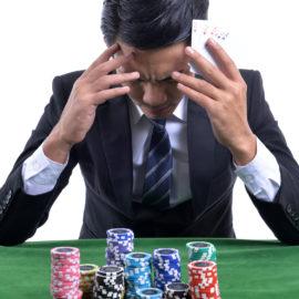 Obstawianie u legalnych bukmacherów lub gra w pokera również mogą uzależniać