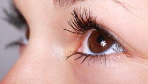 Jak zadbać o nawilżenie oczu?