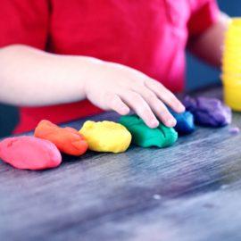 Dlaczego warto zainwestować w kreatywne zabawki dla dzieci?