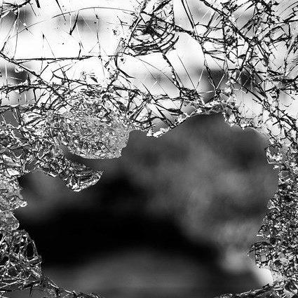 Osoba doświadczająca przemocy w świecie milczenia czy wsparcia? Człowiek człowiekowi… Refleksje interdyscyplinarne