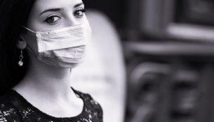 Ekspert: na obecnym etapie epidemii wskazane są znaczne ograniczenia społeczne
